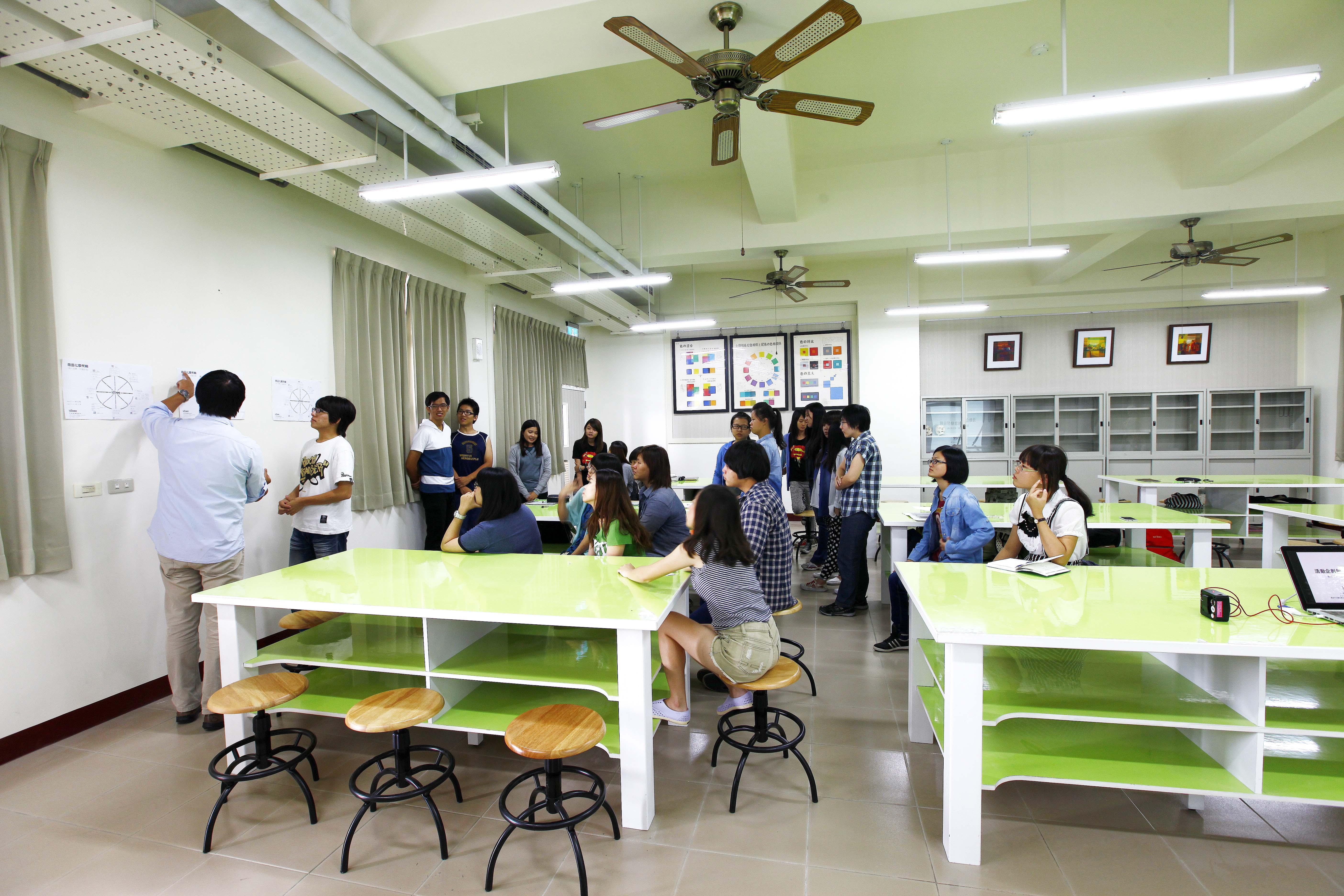 正修科技大学 时尚生活创意设计系-平面设计专业教室